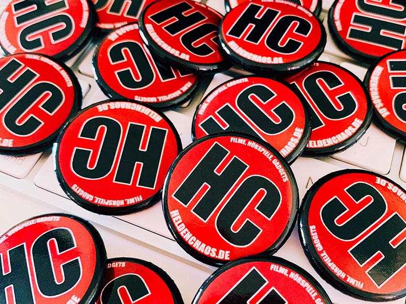 Heldenchaos-Pins